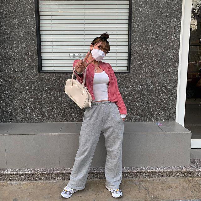 まだまだ ワンマイルウェア ブームは止まらない 軽やかに着こなす 韓国女子の春の スウェットパンツ コーデをご紹介 Venesis